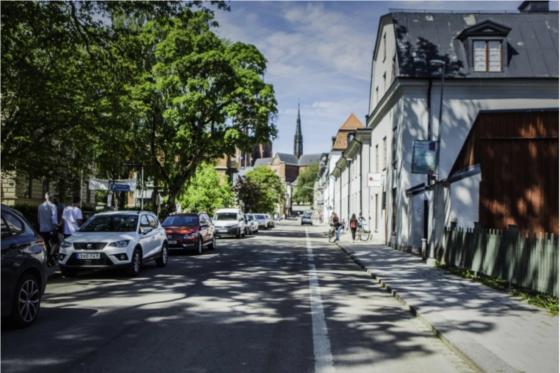 En bild på en gata i Uppsala under sommaren